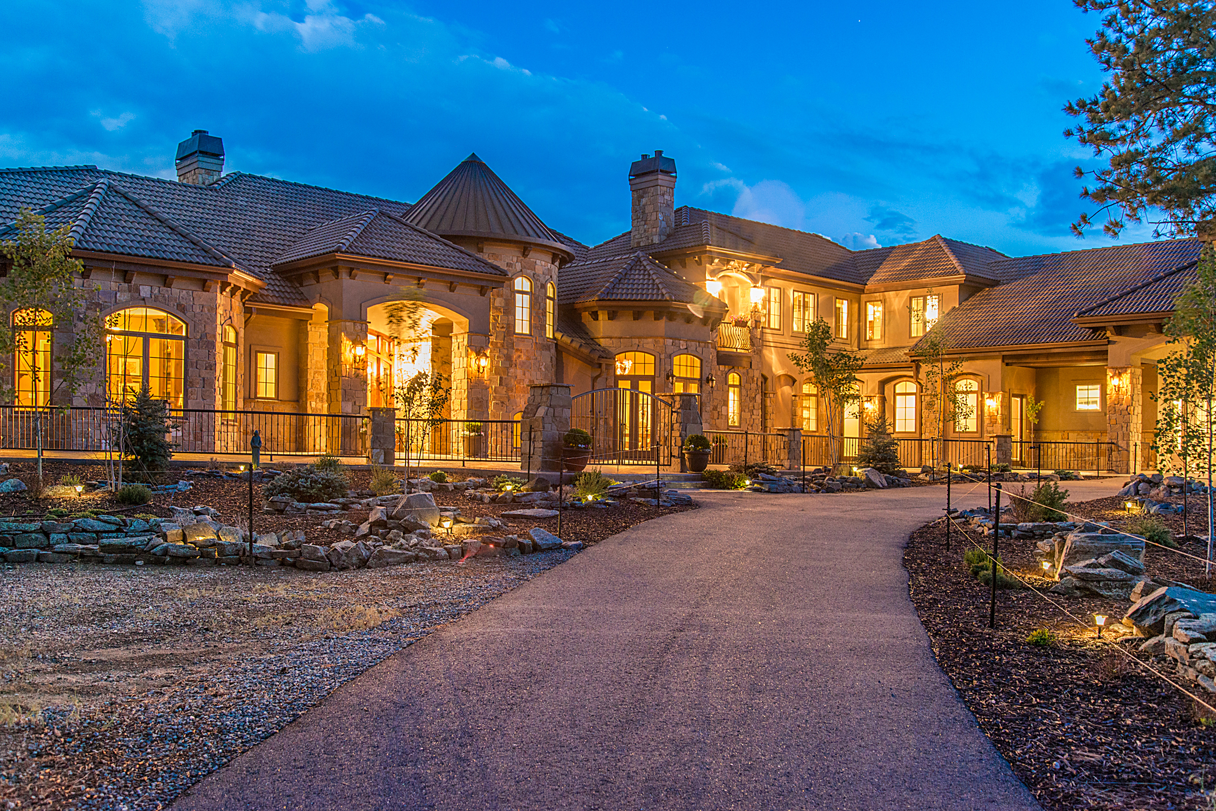 Luxury realestate this fivebedroom luxury home in priddis for Cheap luxury homes